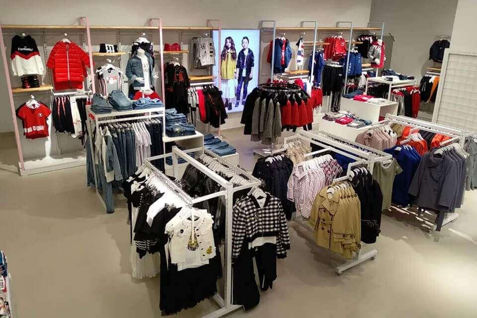 Alyakosh – розничные мультибрендовые магазины одежды для детей и подростков в возрасте от 0 до 14 лет