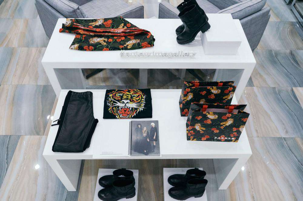 ANTEPRIMA — оформление магазина